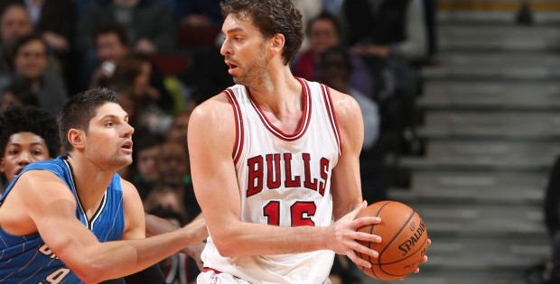 Pau Gasol wins the 2014-15 Magic Johnson Award