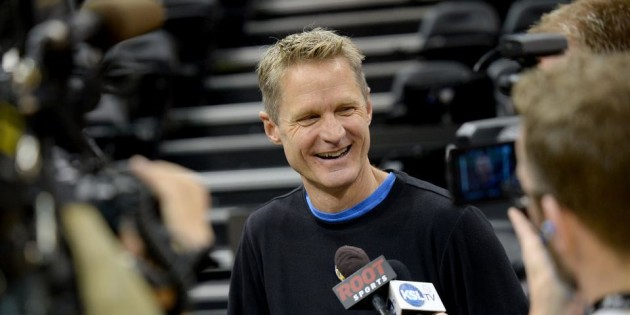 Steve Kerr wins the 2014-15 Rudy Tomjanovich Award